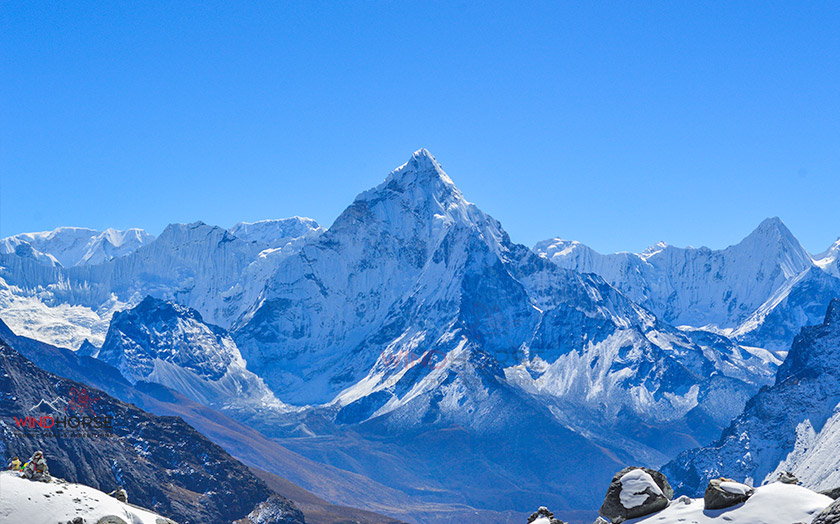 A view of the Aama Dablam (6856m) after crossing the Chola pass
