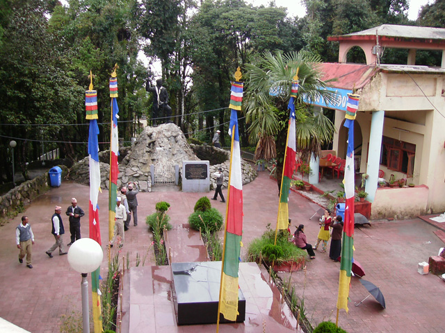 View of  both Tomb and Statue of Tenzin Norgay
