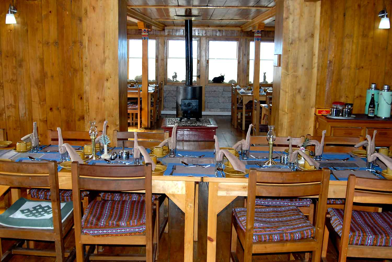 Everest sumit lodge lukla windhorse hotels for Room design in nepal