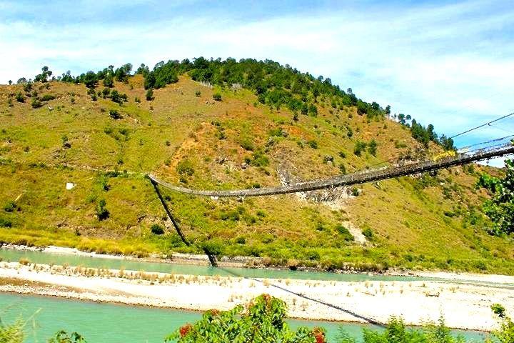 Winter Trek - Samtegang - A long suspension bridge over Pho chhu river connecting Shanghana village with Punakha (January 2015)