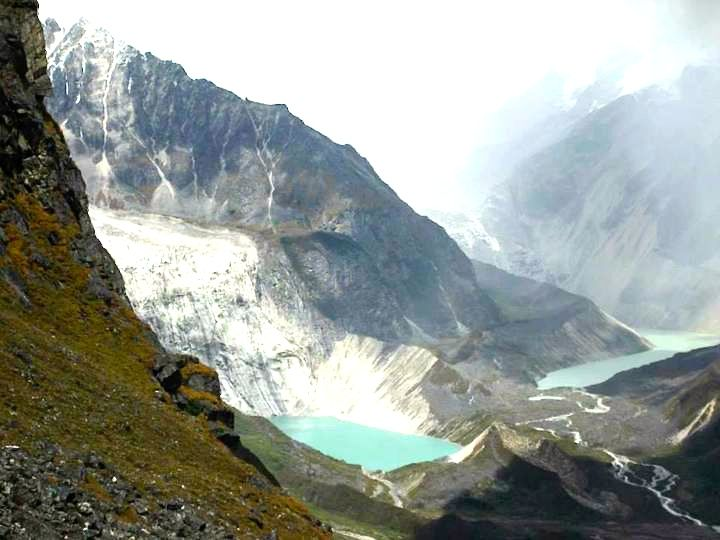 Lake en-route to Tarina (Snowman Trek) Courtesy Kirill & Olga, October 2014